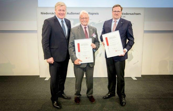 Außenwirtschaftspreis 2018: V-Line Europe GmbH und Maschinenfabrik Bernhard Krone &. Co. KG