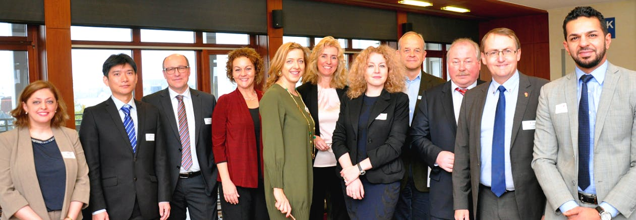 Die Beraterinnen und Berater stehen den Teilnehmerinnen und Teilnehmern der 9. Internationalen Beratertage für Fragen rund um die 9 Zielmärkte zur Verfügung