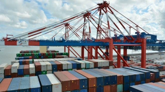 78 Meter Containerbrücken am Container Terminal in Wilhelmshaven