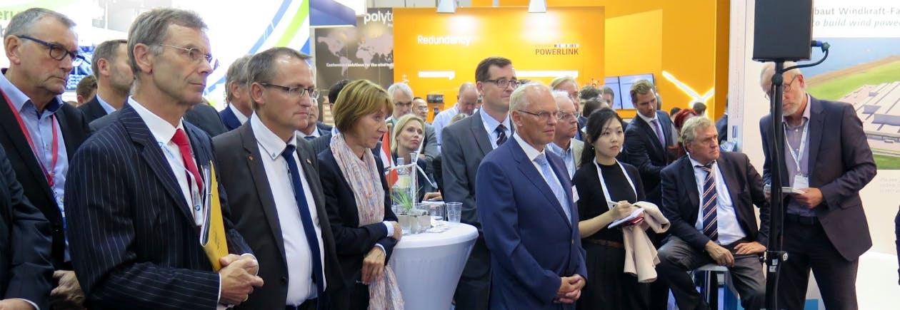 Besucher des niedersächsischen Netzwerkabends auf der Windenergy