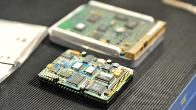 Input: Elektronische Bauteile enthalten eine Fülle von wirtschaftsstrategischen Metallen