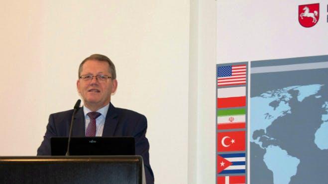 Dr. Schrage heißt alle Teilnehmerinnen und Teilnehmer der 9. Internationalen Beratertage in der IHK Hannover herzlich willkommen