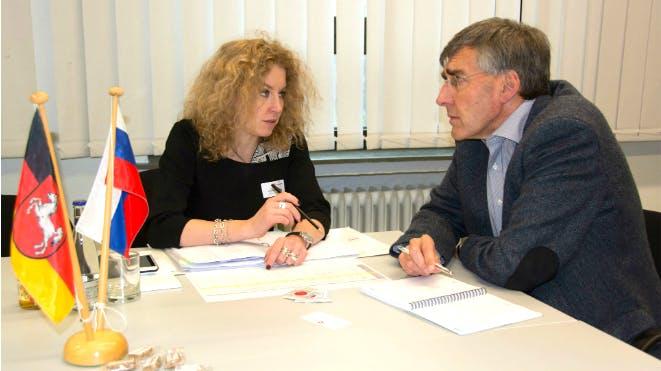 Anna Urumyan informiert im Einzelgespräch über Russland