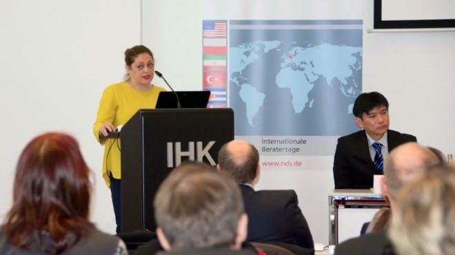 Kamelia Karimi stellt die aktuellen Entwicklungen im Iran vor