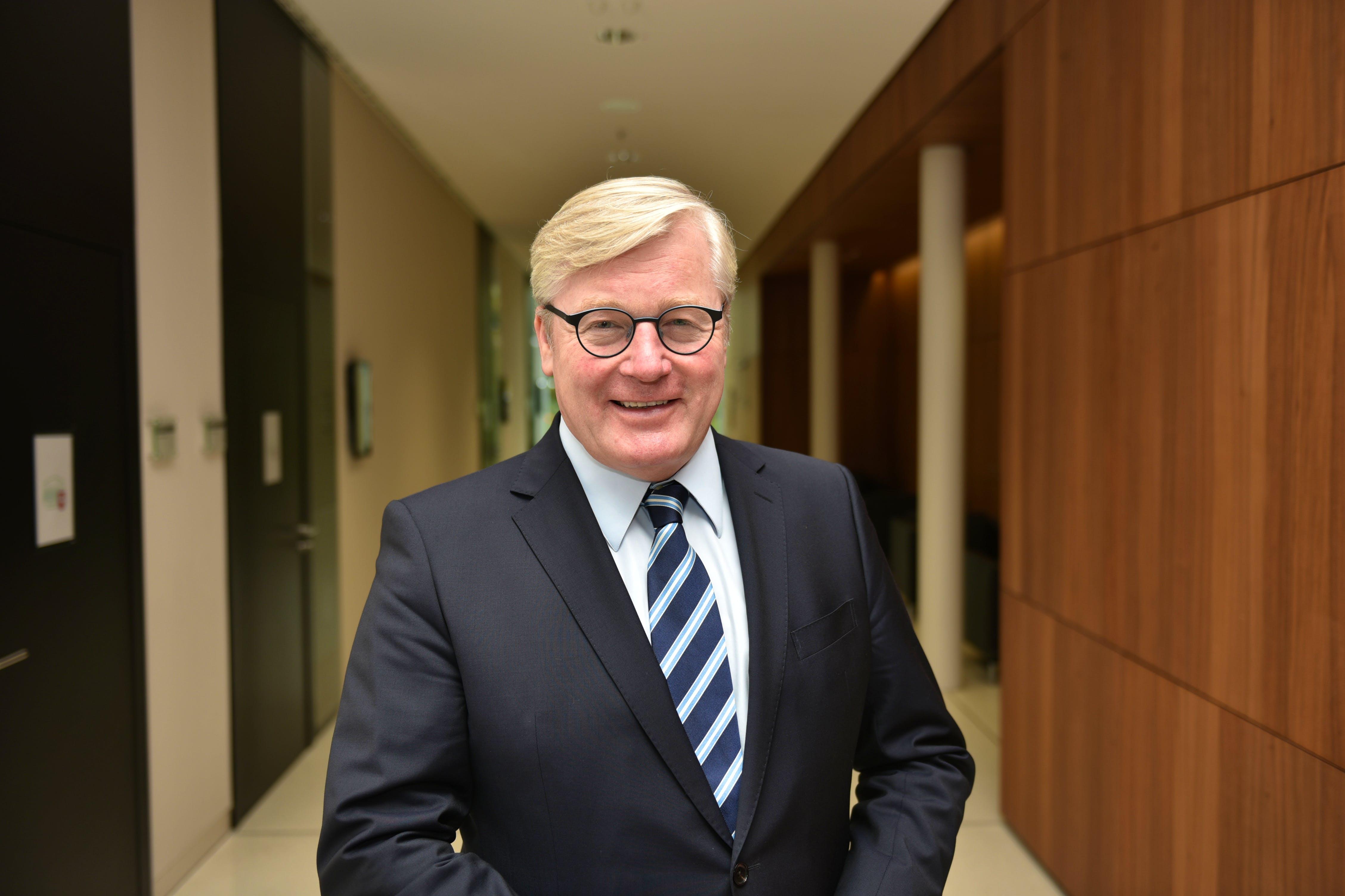 Herr Minister Dr. Althusmann